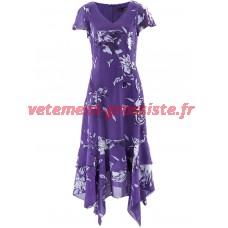 Cette frappe robe avec ourlet femme mouchoir et imprimé floral